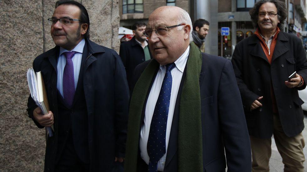 Entrada al juzgado de Eliseo Calviño con su abogado.
