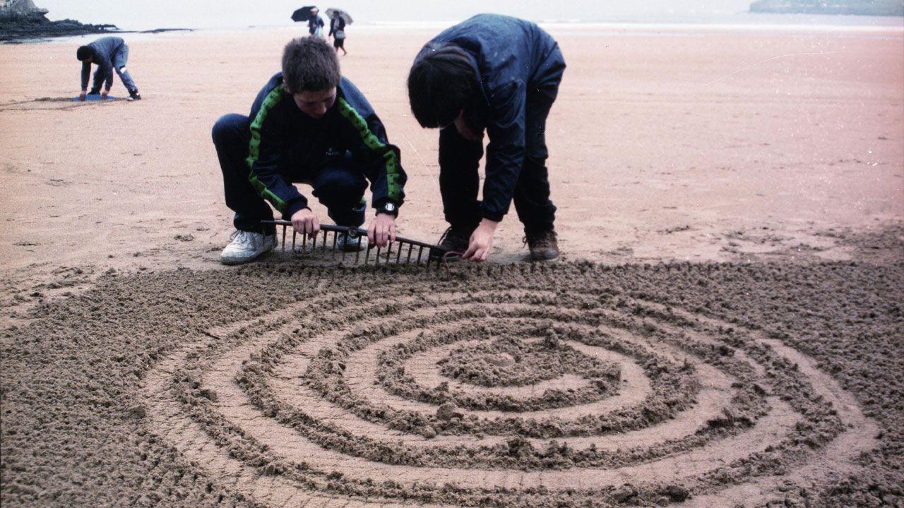 Taller escolar sobre la obra de Alejandro Mieres en la playa de San Lorenzo
