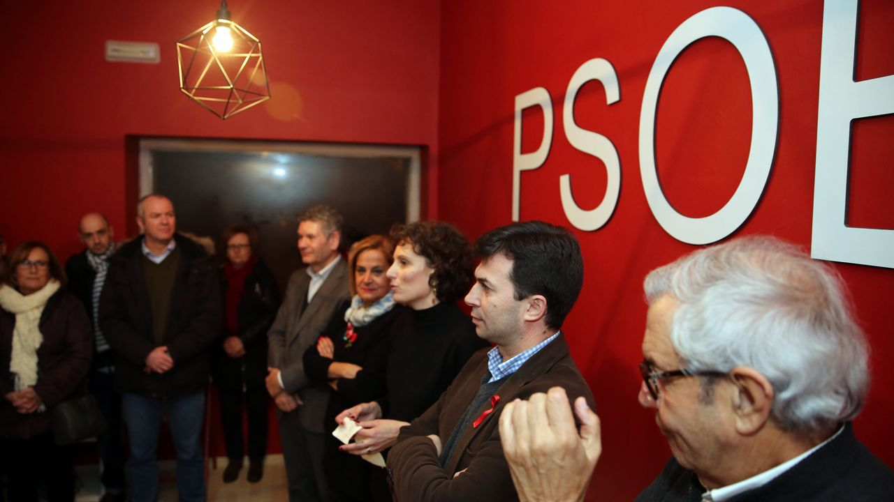 Inauguración de la Casa do Pobo del PSOE en Valga.