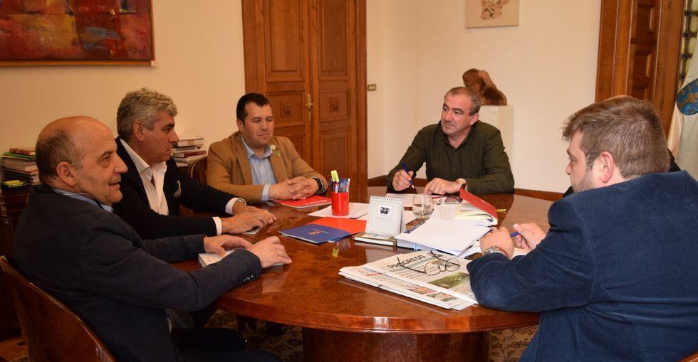 Las partes celebraron ayer en la Diputación su primer encuentro formal para la venta del inmueble.