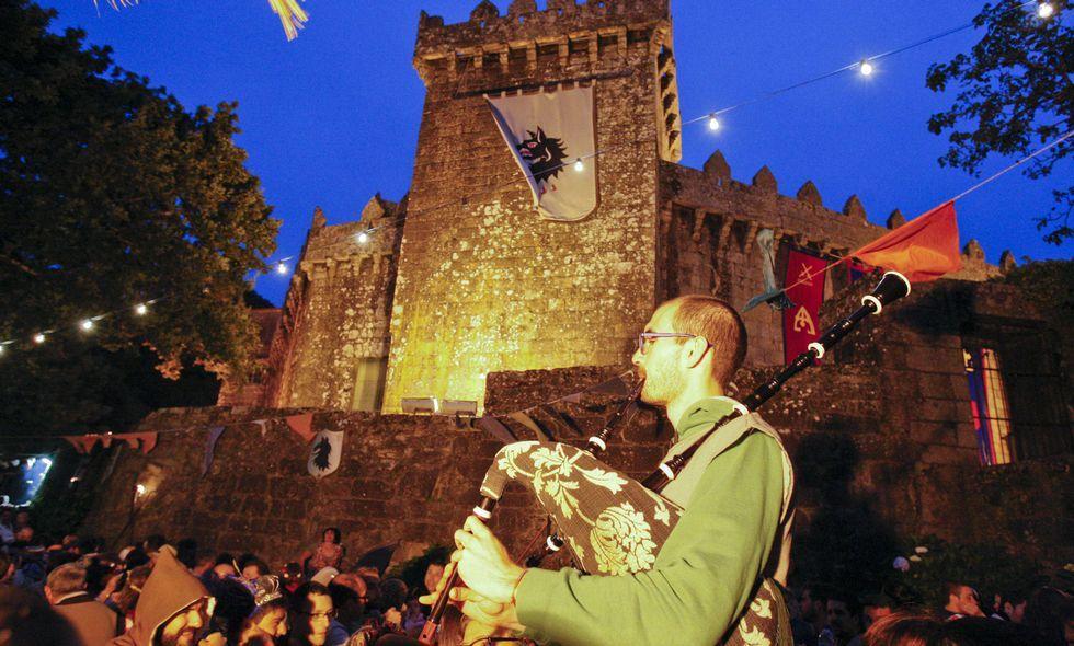 Todas las imágenes del Asalto ao Castelo de Vimianzo.La música acompañó a las viandas en la Cea Medieval de Vimianzo el viernes por la noche.