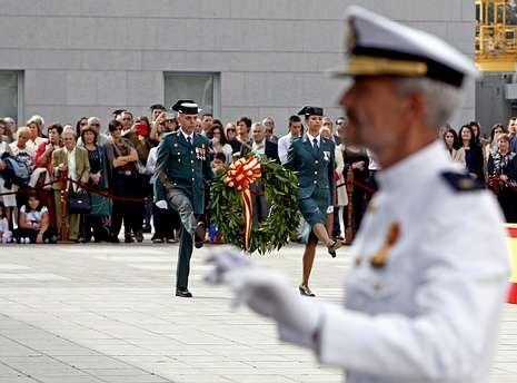Matar a un menor de 16 años se equipara en España a los delitos de terrorismo.Mucho público siguió el acto de la patrona, que incluyó un homenaje a los caídos.
