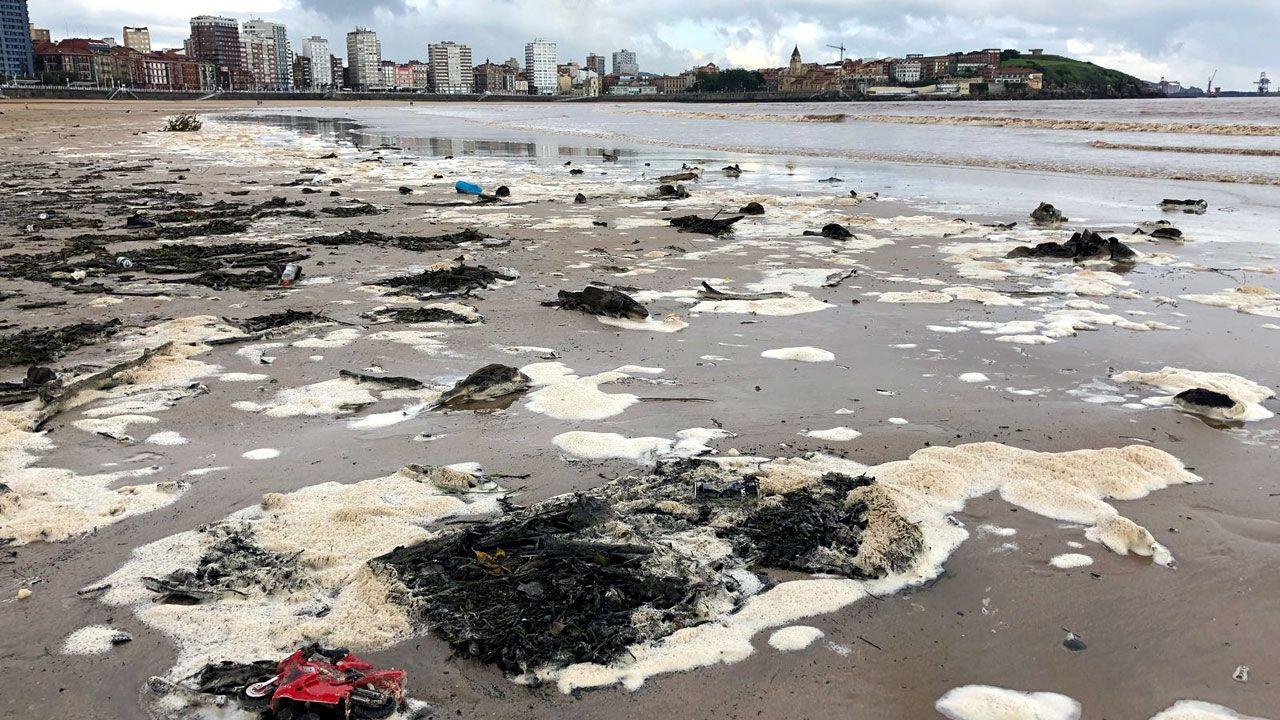 Estado de la playa de Gijón tras las últimas lluvias