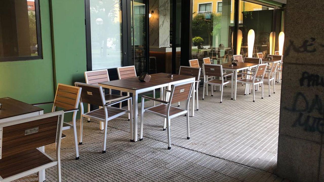 .En la plaza del Balneario se encuentran varias instalaciones que mantienen sus permisos en regla