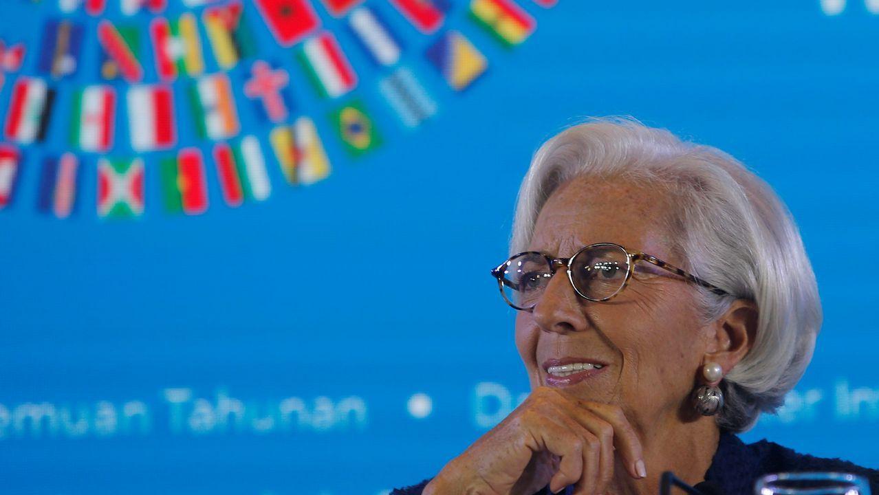 Oposiciones.El equipo de Lagarde ha rebajado dos décimas, al 2'5%, la previsión de crecimiento del 2018