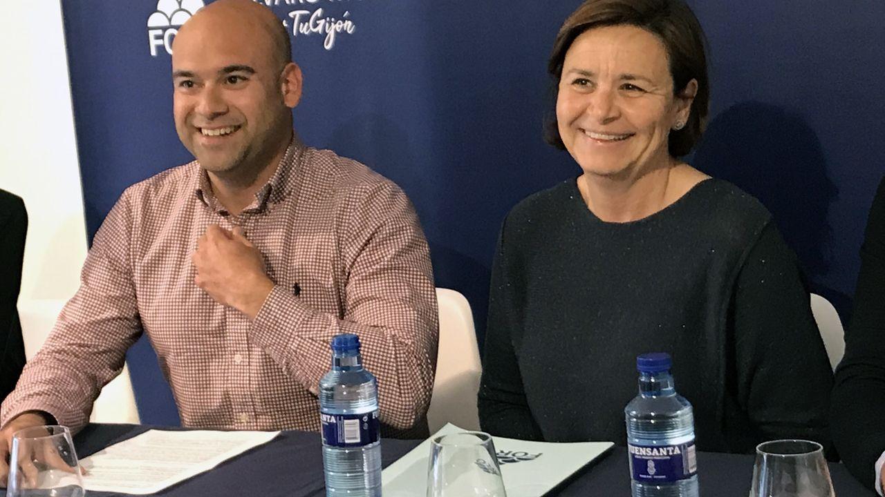 Los candidatos asturianos votan.Carmen Moriyón y Jesús Salvador