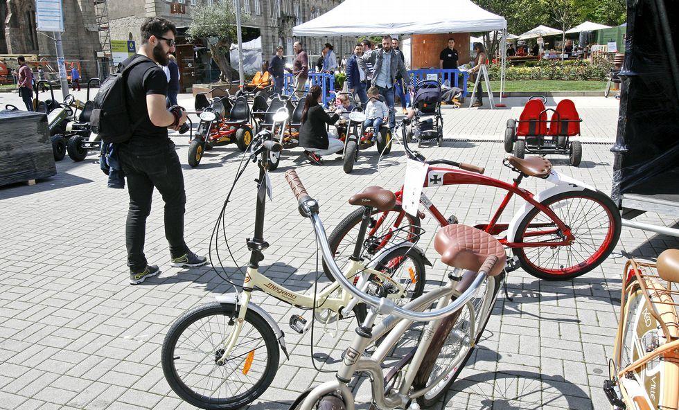 La Feira da Bicicleta está instalada en la praza de España, a pocos metros de la Feira da Cervexa.