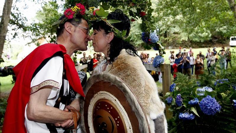 Original boda al estilo celta en el entorno del paseo de Sargadelos en Cervo