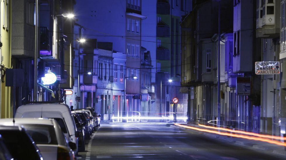Alumbrado público en la calle Chantada, una de las zonas en la que se llevará a cabo el plan de renovación