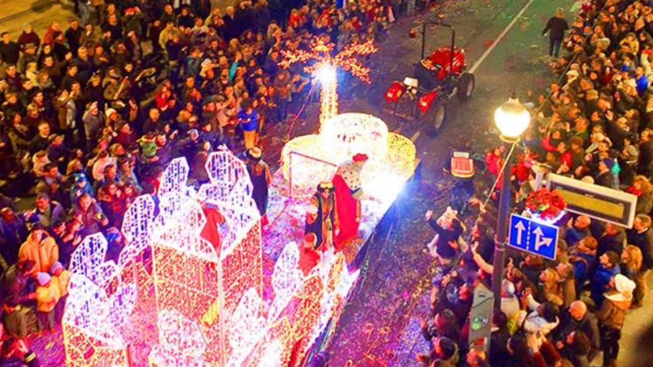 Los reyes presiden la tradicional celebración de la Pascua Militar.Cabalgata de Oviedo