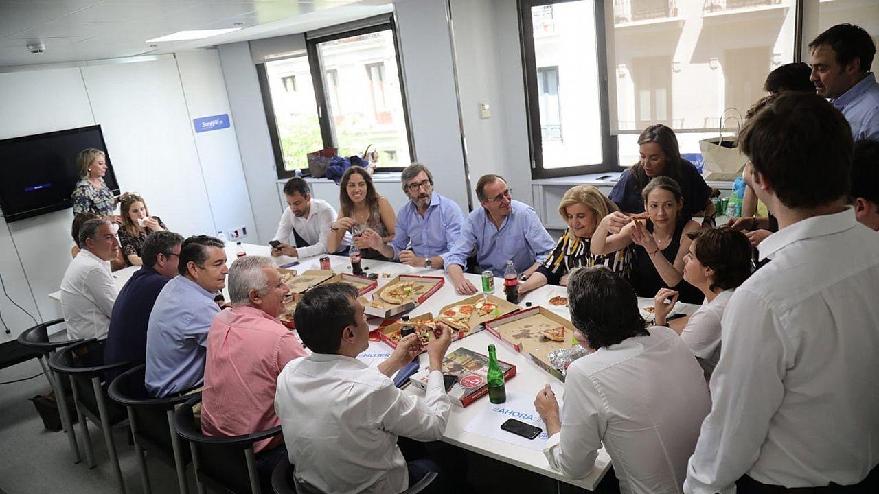 Fotografía facilitada por la candidatura de Soraya Sáez de Santamaría, que hoy ha celebrado una comida junto a varios de los cargos del partido que apoyan a la exvicepresidenta, entre ellos, Fátima Bañez, Alfonso Alonso, José Ignacio Oyarzábal, José Luis Ayllón o Javier Arenas entre otros
