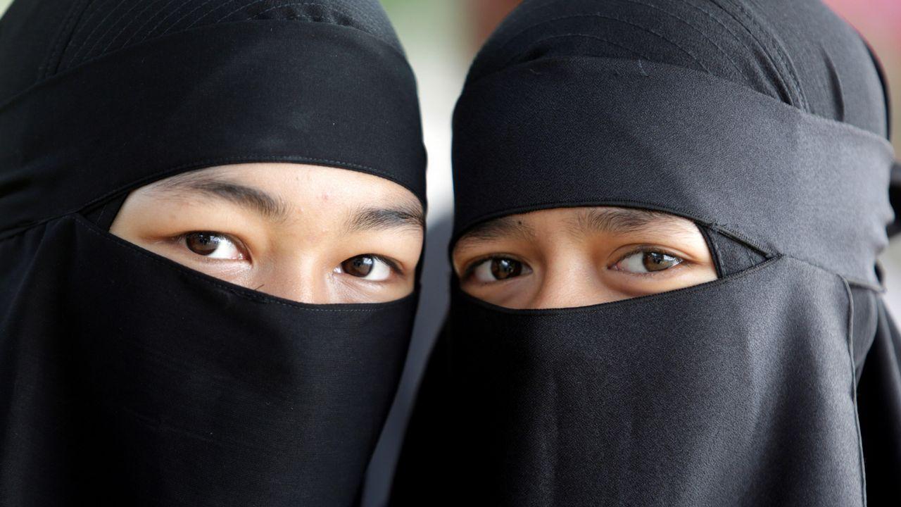 Estudiantes asisten al desfile de celebración del Año Nuevo islamico en Banda Aceh (Indonesia)