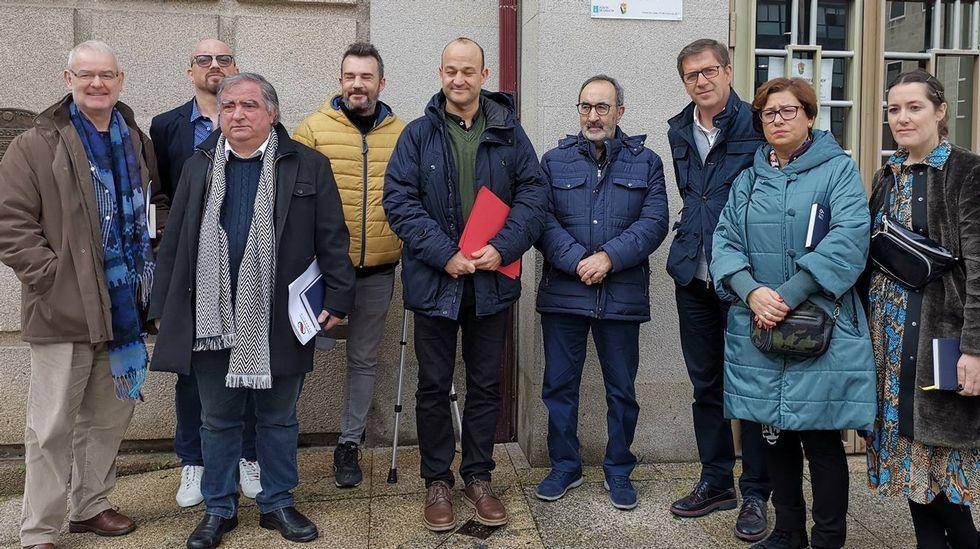 El Concello de Vigo distingue a Santiago Rey Fernández-Latorre en el 50 aniversario de La Voz en la ciudad.Los felos madrugan en Maceda