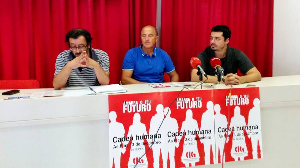 .Los secretarios comarcales Manel Grandal y López Pintos, junto al secretario de Organización, Ramón Alfonzo