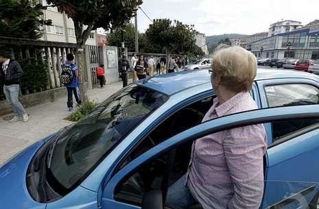 Todas las imágenes de las nevadas en Galicia.Muchos padres optan por acordar turnos y llevar en coche a varios alumnos a clase.