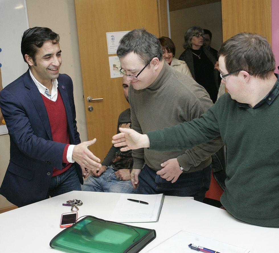 El conselleiro Rey Varela visitó la asociación Teima.
