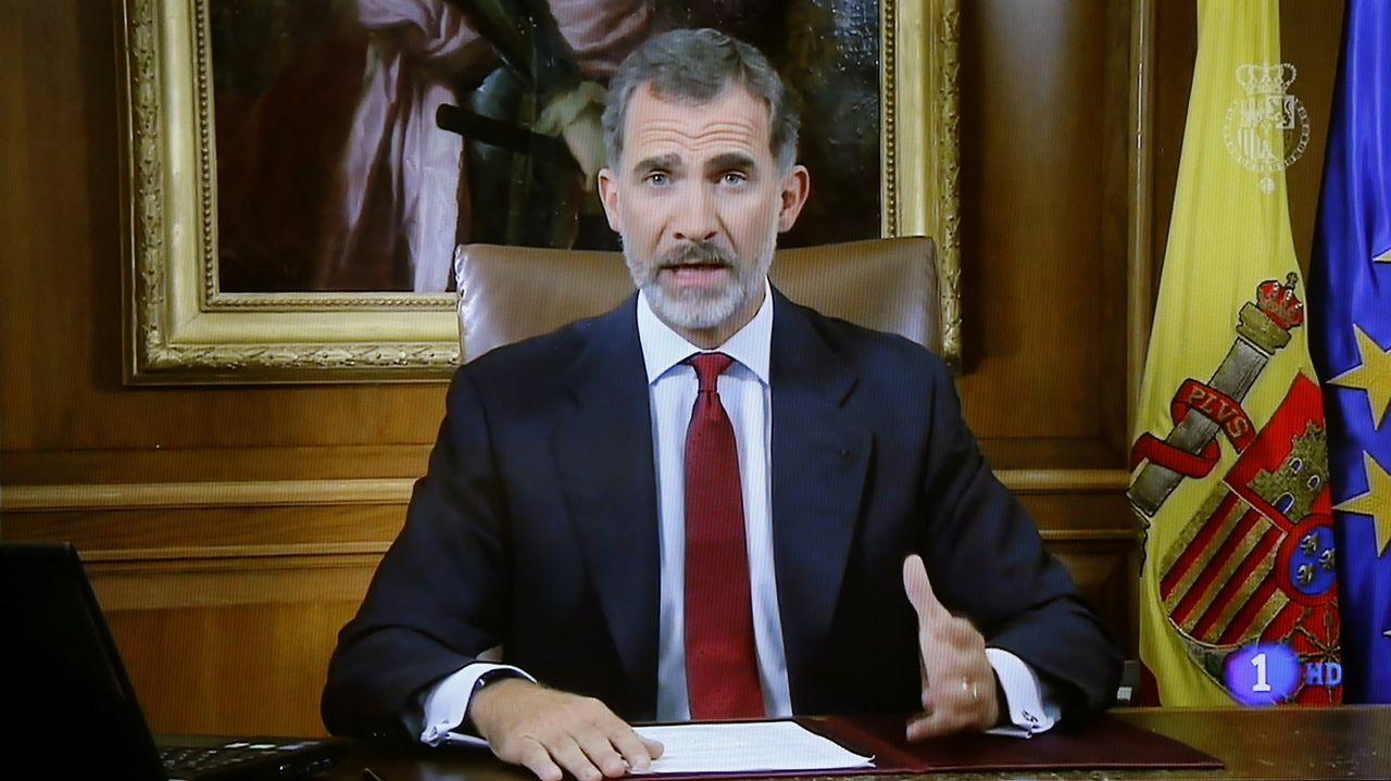 Histórico discursodel rey Felipe VI a los españoles por la situación en Cataluña.Emmanuel Macron en un homenaje a la Constitución