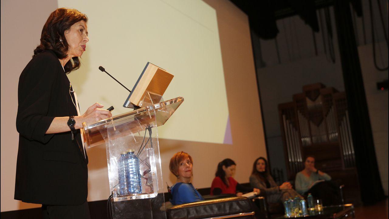 Ana José Varela, durante su intervención en la charla organizada en la Fundación Barrié