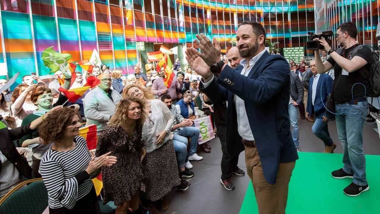 El bilbaíno Santiago Abascal, aplaudido por sus simpatizantes en el mitin celebrado en un hotel de Vitoria
