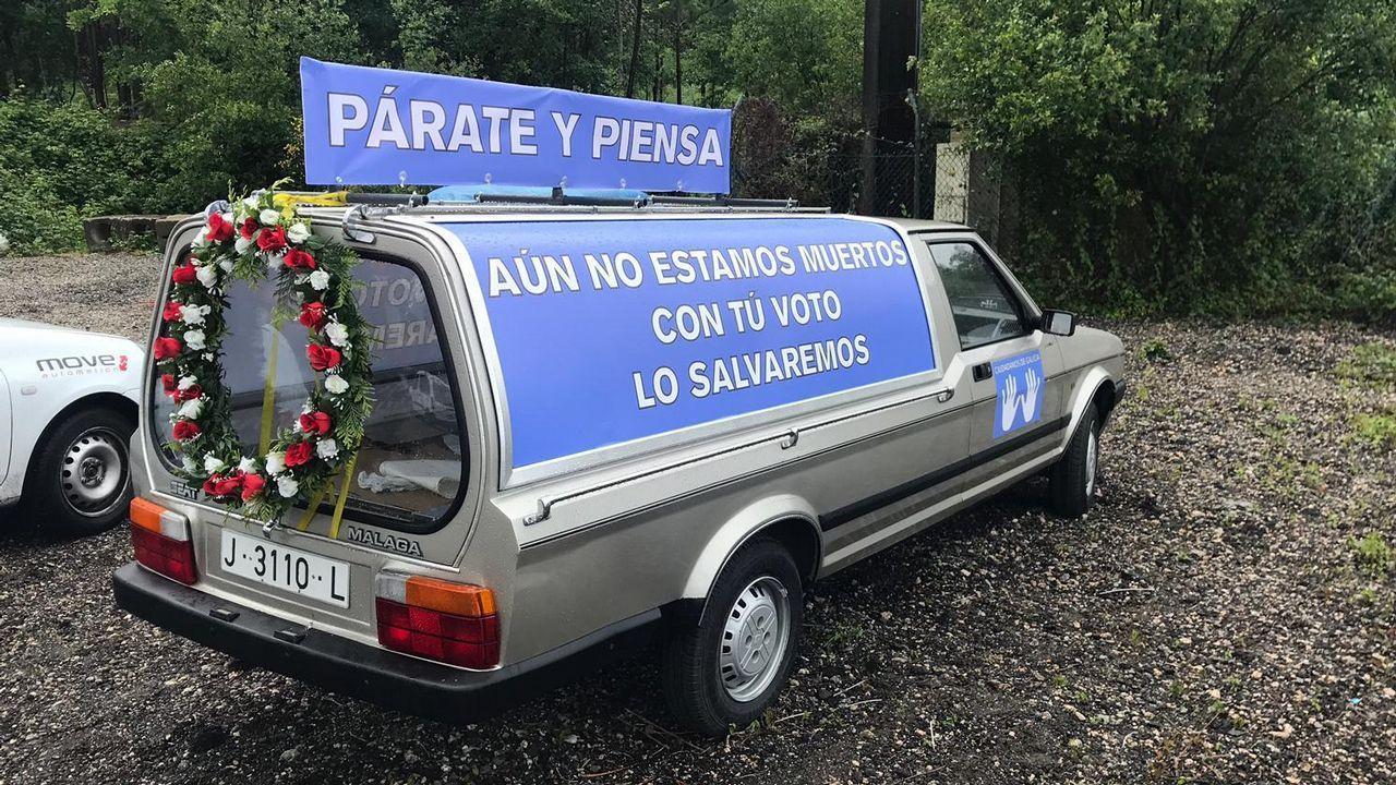 Pablo Iglesias, sobre las donaciones de Amancio Ortega: «La sanidad no puede depender de ningún millonario».Coche fúnebre electoral de Ciudadanos de Galicia, una candidatura local de Vigo