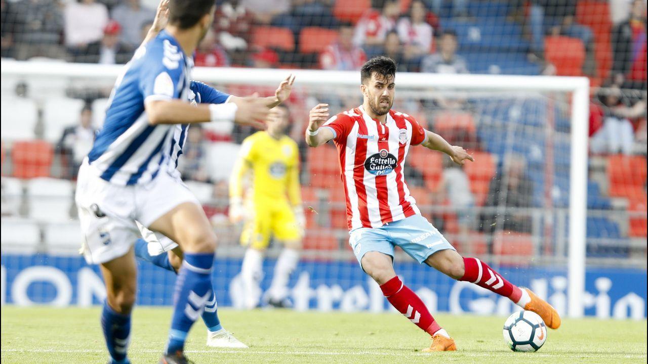 Mossa, Forlín y Linares tratan de despejar un balón ante el Lorca