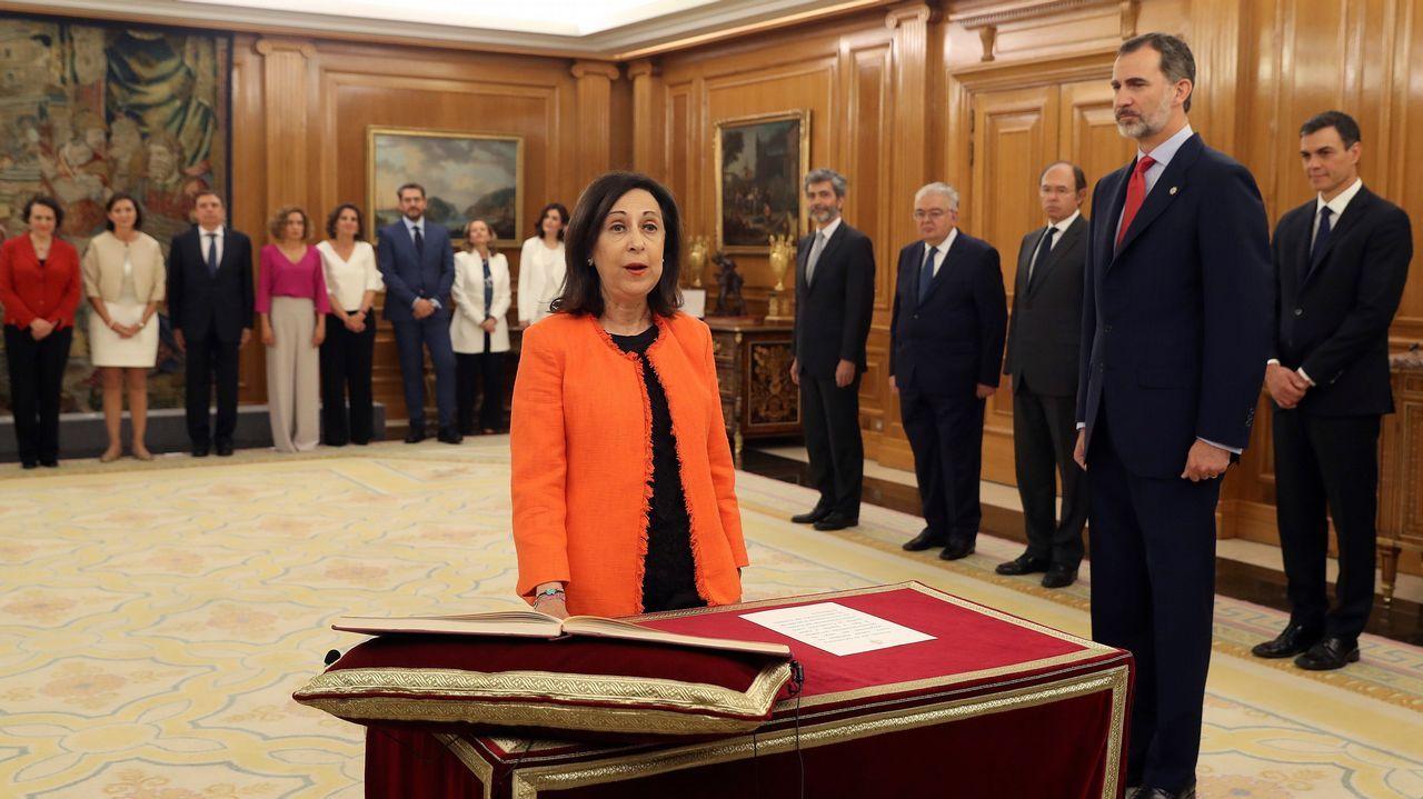 La ministra de Defensa Margarita Robles promete su cargo