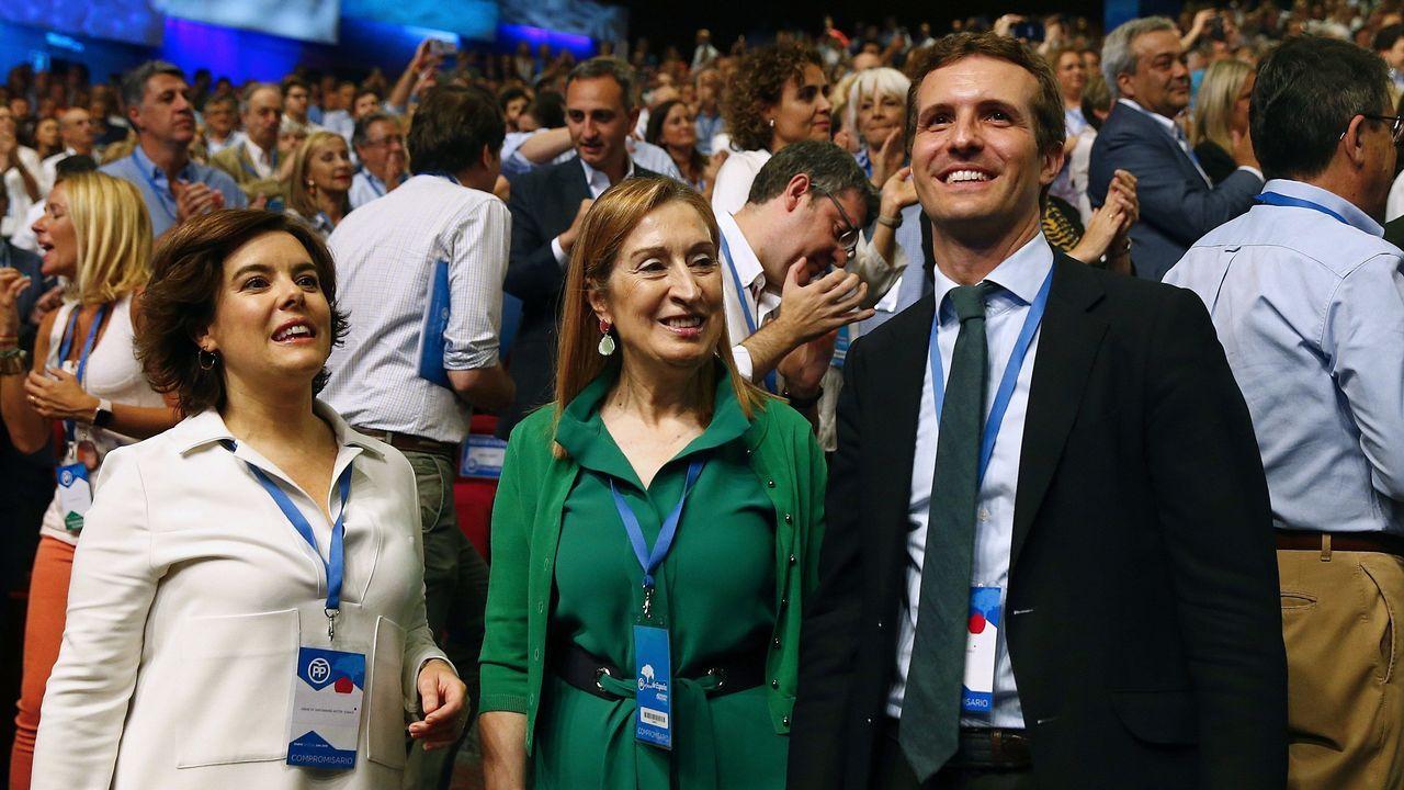 Los candidatos a presidir el Partido Popular, Soraya Sáenz de Santamaría y Pablo Casado, y a la presidenta del Congreso de los Diputados, Ana Pastor, al inicio de la celebración del Congreso Nacional del Partido Popular