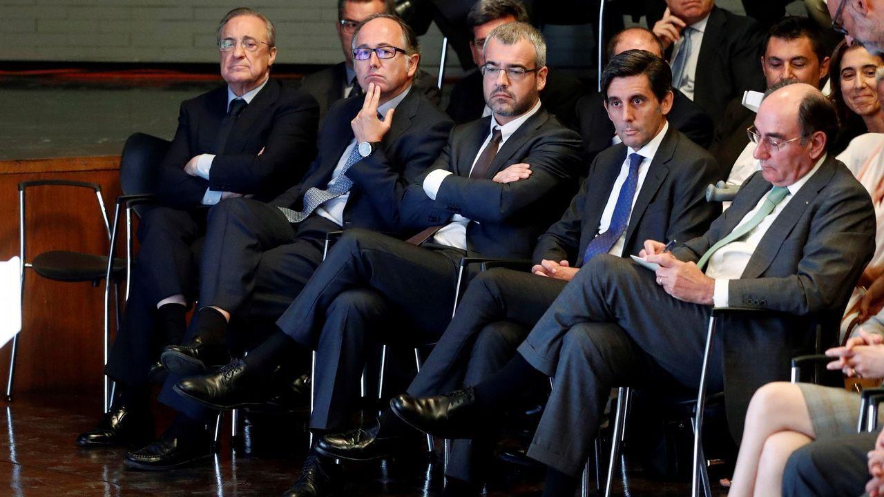 El presidente de ACS Florentino Pérez (i), el presidente de Iberia Luis Gallego (2i), el presidente de Telefónica José María Álvarez-Pallete (2d), y el presidente de Iberdrola José Ignacio Sánchez Galán