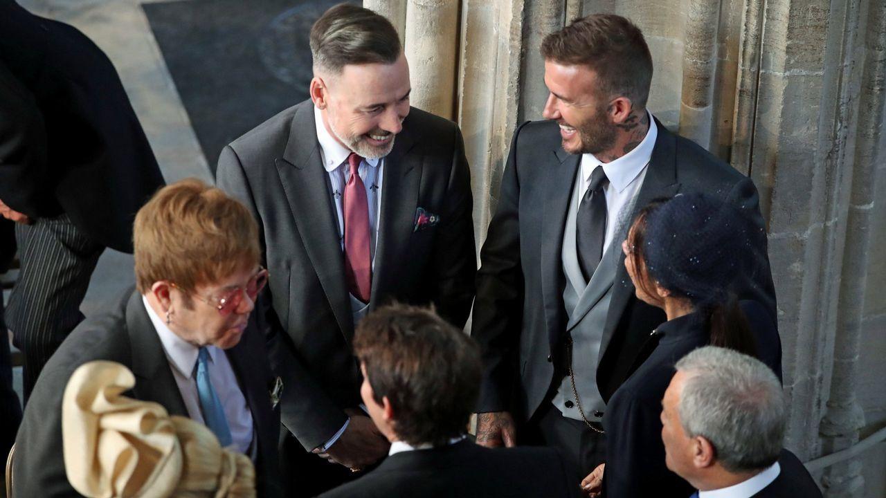 .David Beckham y Elton John protagonizaron uno de los momentos más comentados de la boda de Meghan Markle y el príncipe Harry. El cantante besó en la boca al futbolista.