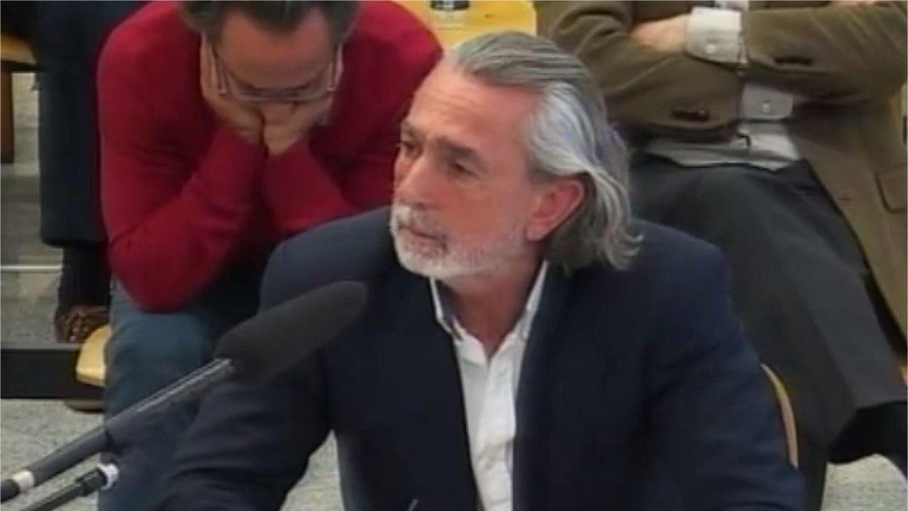 .El Bigotes, a la izquierda, junto a Crespo en una sesión del juicio