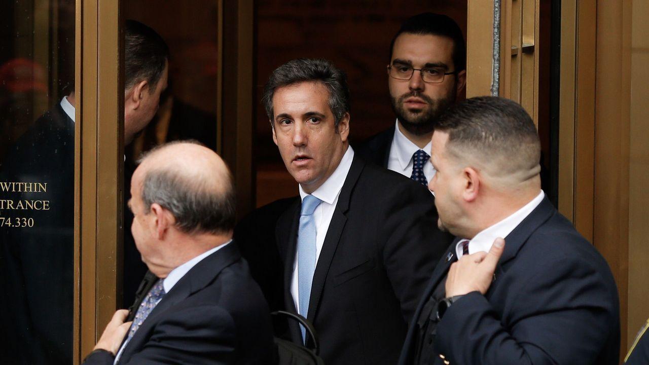 Se estrecha el cerco contra Donald Trump.Cohen, con corbata azul, era el abogado de confianza de Trump