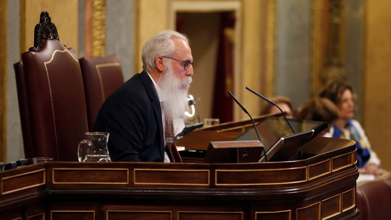 Fernando Vidal presenta su candidatura.El número dos del PSOE por Burgos, Agustín Javier Zamarrón, preside la Mesa de Edad del Congreso