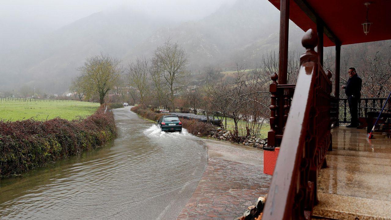 Inundaciones y desprendimientos de tierra en Rioseco. (Asturias)