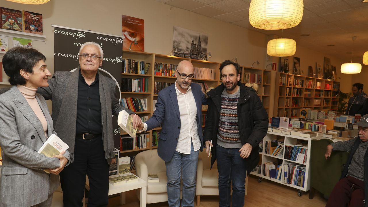 Vargas Llosa de compras por A Coruña.Josep Borrell es considerado desde hace tiempo una de las bestias negras del secesionismo