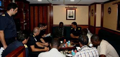 Las autoridades de Dar es Salaam fueron recibidas a bordo.