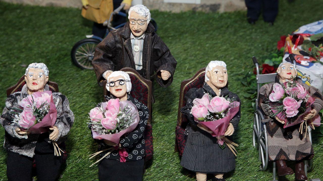 Las centenarias de Valga con el alcalde