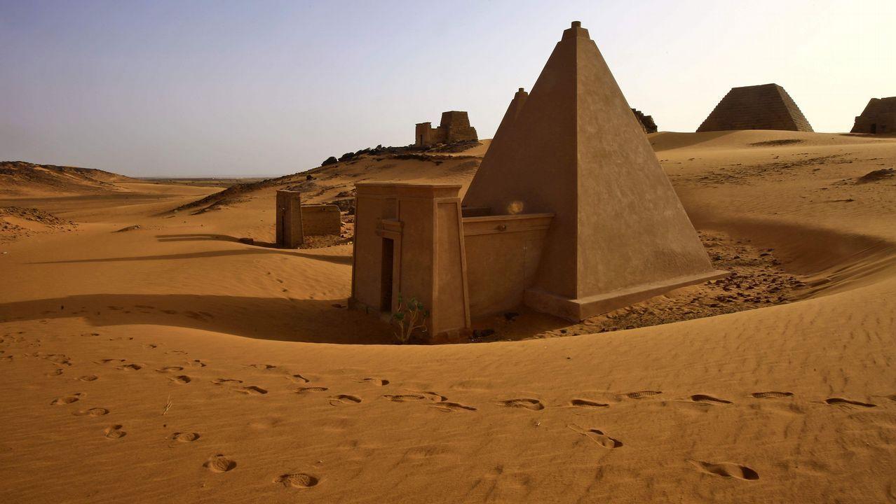 .Imagen de las pirámides de Meroe, en sitio arqueológico de Bajarawiya