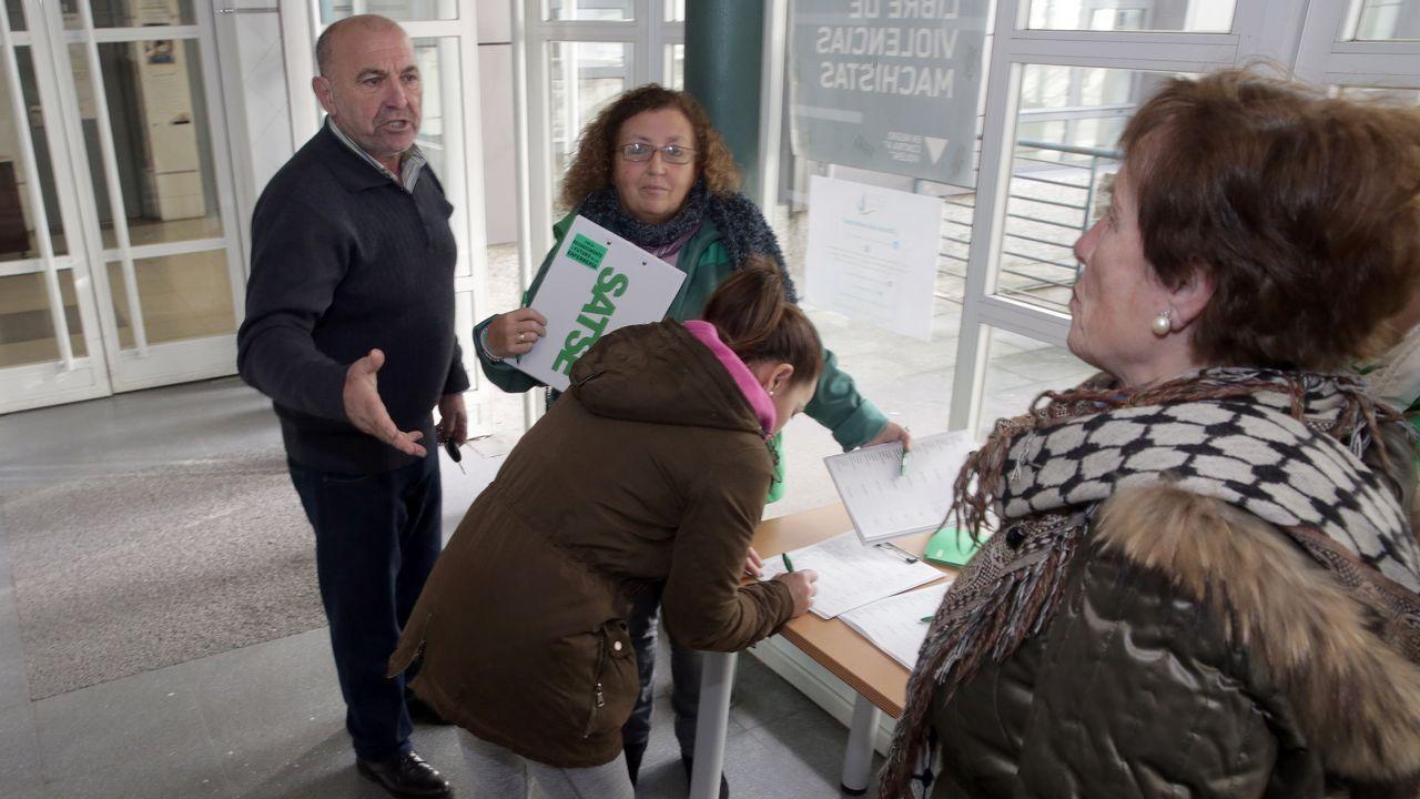 La subdelegada del gobierno Maica Larriba sufre un percance en una visita a la N-640.Imagen de la sala de espera de un centro de salud en Arousa.