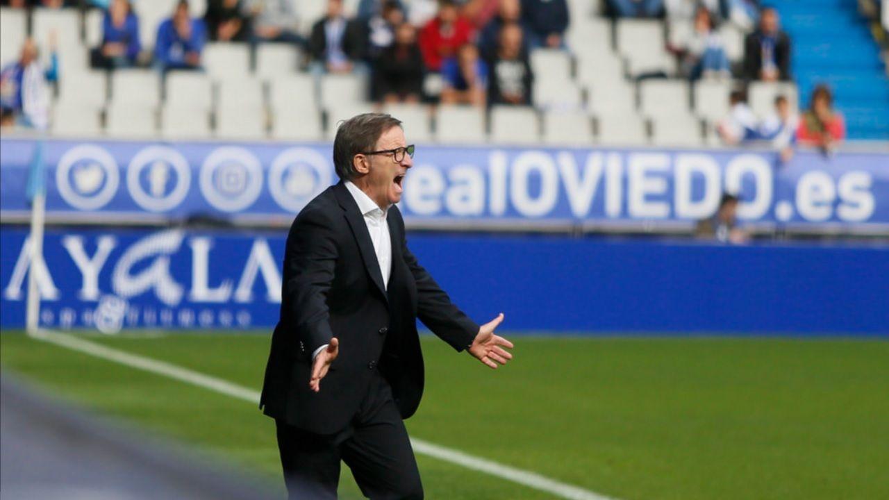 Anquela Real Oviedo Tartiere Horizontal.Anquela da ordenes durante el encuentro
