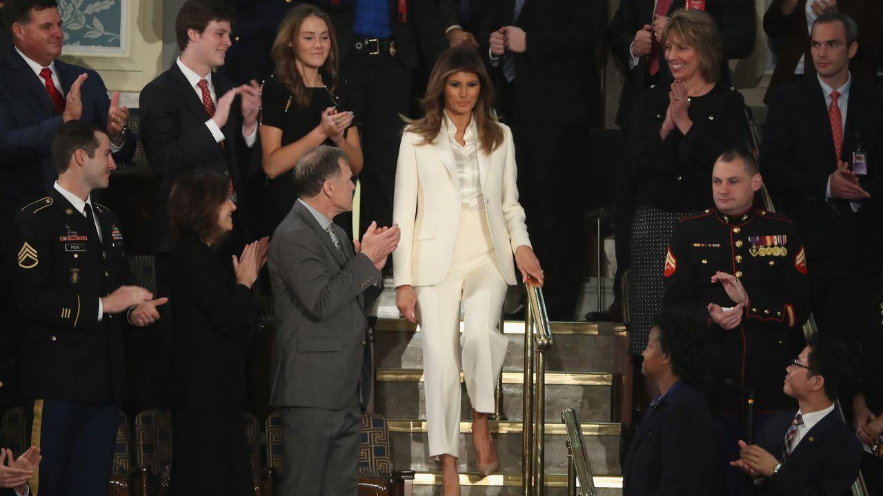 Melania Trump rechaza, una vez más, la mano de su marido.Ivamka y su padre Donald Trump