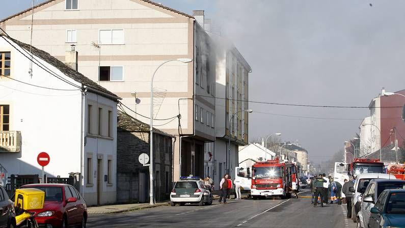 El incendio tiene lugar en el número 29 de la Travesía de Vilalba.