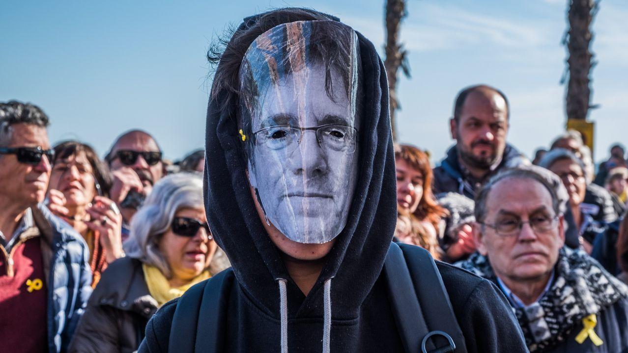 Investidura aplazada que no desconvocada en el Parlament.DIputados catalanes huidos a Bruselas