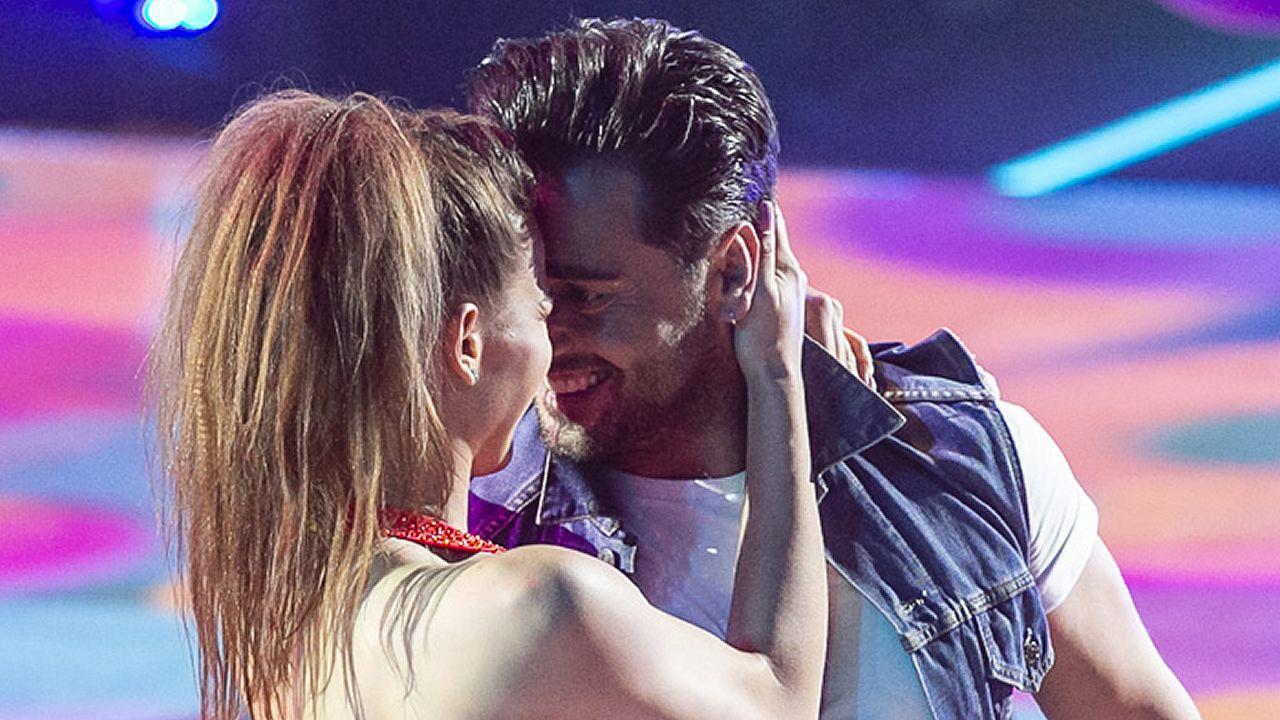 David Bustamante y Yana Olina bailan «Feliz».La actriz Paula Echevarría