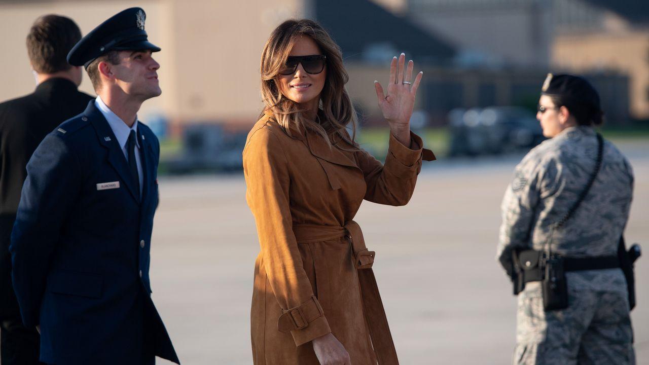 Así lució Melania Trump los mocasines de Zara.Melania Trump