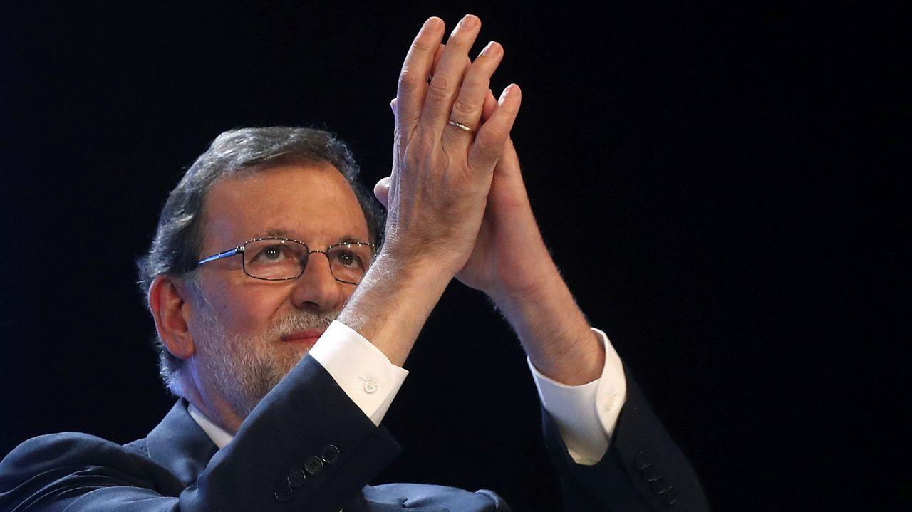 El candidato a liderar al PP, Pablo Casado (c), junto a Adolfo Suárez Illana, hijo del expresidente del Gobierno Adolfo Suárez