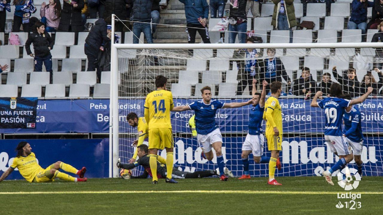 Gol Carlos Hernandez Real Oviedo Cadiz Carlos Tartiere.Carlos Hernández celebra el 1-0 frente al Cádiz