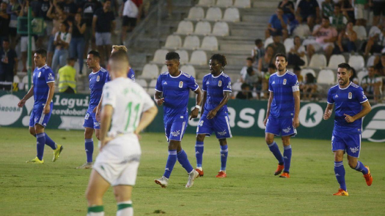 Los jugadores del Oviedo celebran uno de los goles al Córdoba