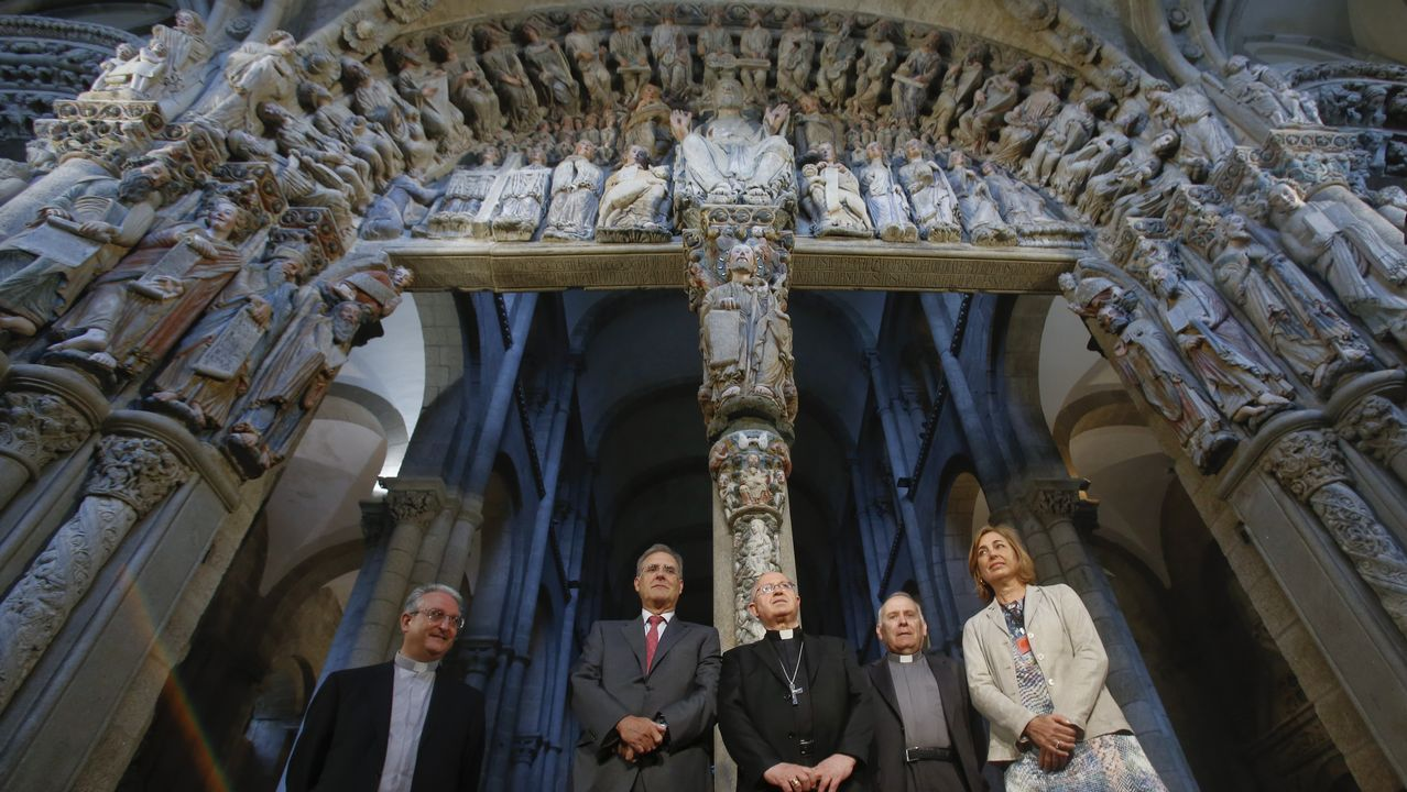 La reina Sofía y el ministro de Cultura, en la inauguración de la restauración del Pórtico de la Gloria