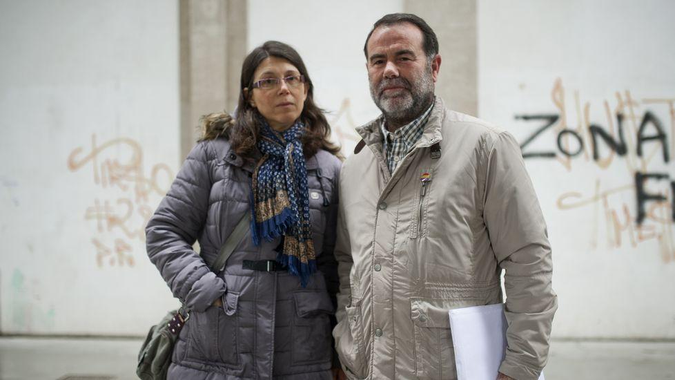 Una detención en Murcia destapa una red internacional de pedofilia en Internet.La magistrado De Ron en su despacho de Ferrol