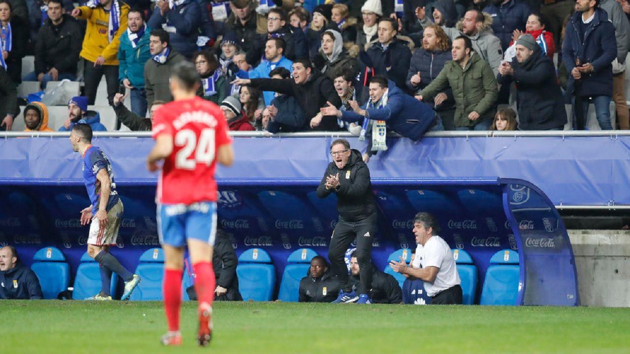 Anquela Carlos Tartiere derbi Real Oviedo Sporting Gijon.Anquela anima a sus futbolistas frente al Sporting